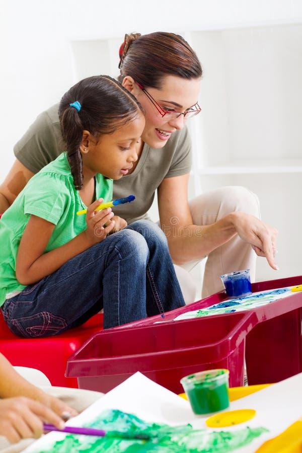δάσκαλος παιδικών σταθμώ& στοκ εικόνα με δικαίωμα ελεύθερης χρήσης
