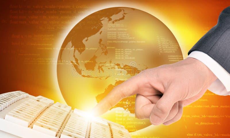 Δάχτυλο Businessmans σχετικά με το πληκτρολόγιο και τη γη στοκ εικόνα