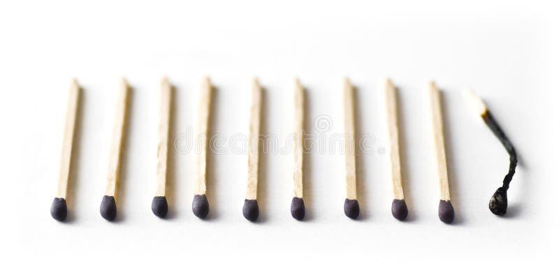 Δέκα αντιστοιχίες, τελευταία καίγονται έξω στοκ φωτογραφία με δικαίωμα ελεύθερης χρήσης