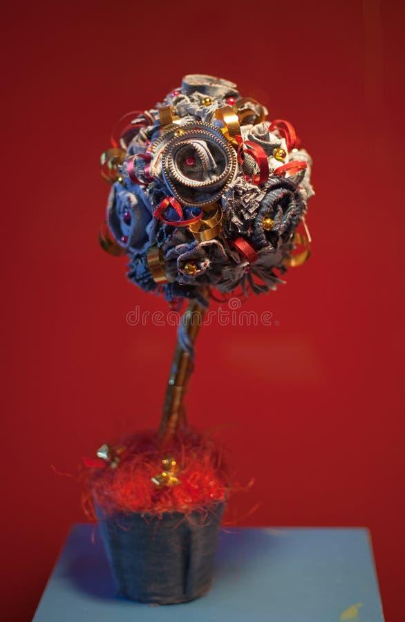 δέντρο γλυπτών μετάλλων στοκ φωτογραφία με δικαίωμα ελεύθερης χρήσης