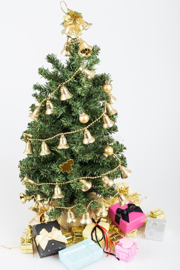 Δέντρο και δώρα Noel στοκ εικόνες