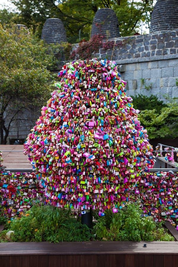 Δέντρο κλειδαριών αγάπης στη Σεούλ, Νότια Κορέα στοκ εικόνες