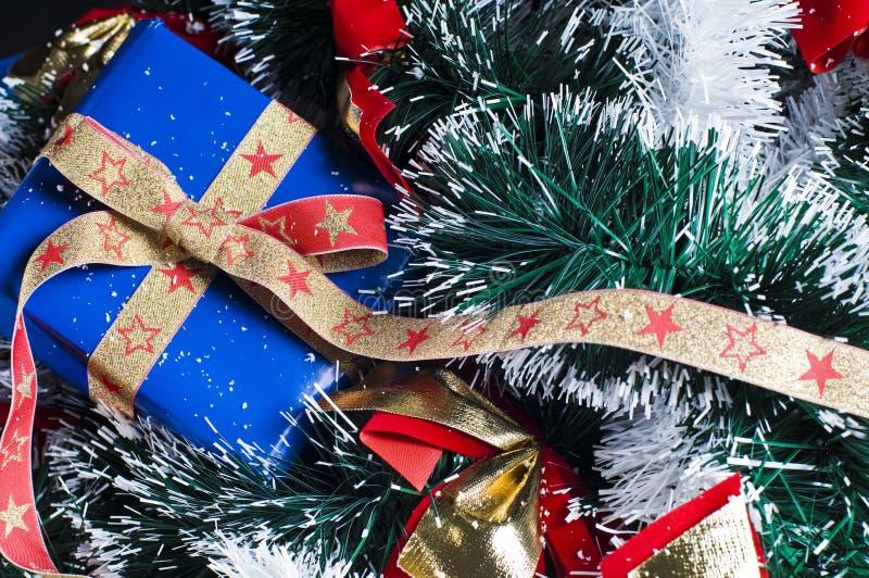 δέντρο χριστουγεννιάτικων δώρων στοκ φωτογραφίες