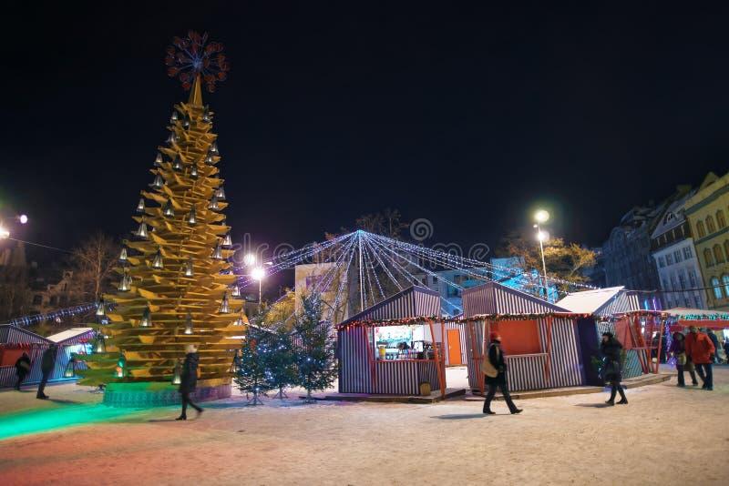 """Δέντρο """"Christmas αντικειμένου τέχνης του love† στην πλατεία Livu παλαιό Ri στοκ εικόνα με δικαίωμα ελεύθερης χρήσης"""