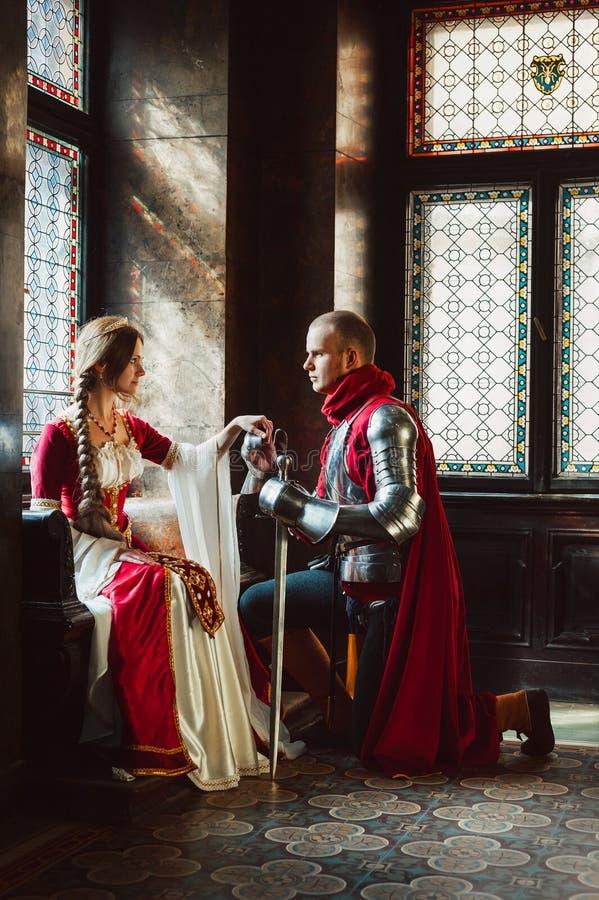 Δέσμευση ενός ιππότη και μιας κυρίας στοκ φωτογραφίες