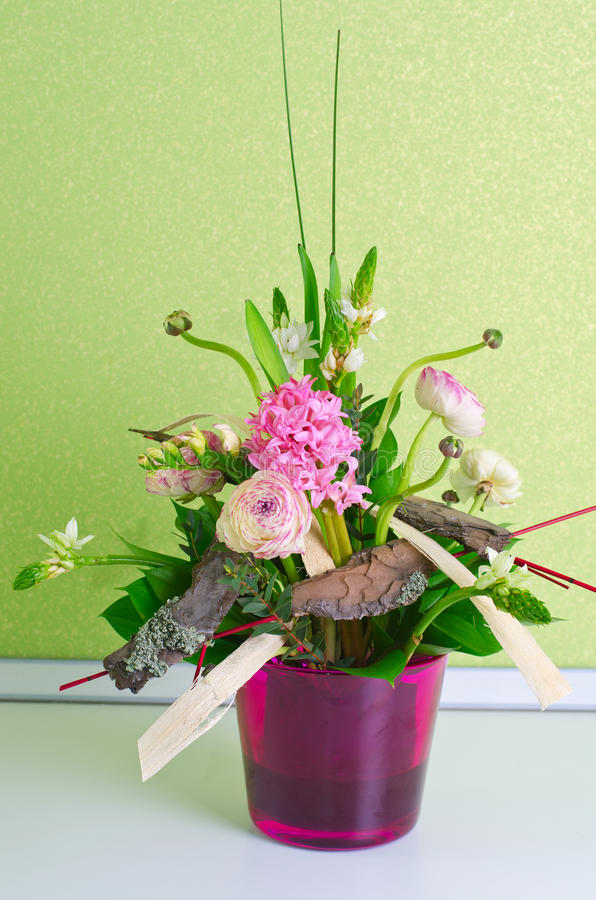 Δέσμη της σύνθεσης λουλουδιών στοκ εικόνα με δικαίωμα ελεύθερης χρήσης
