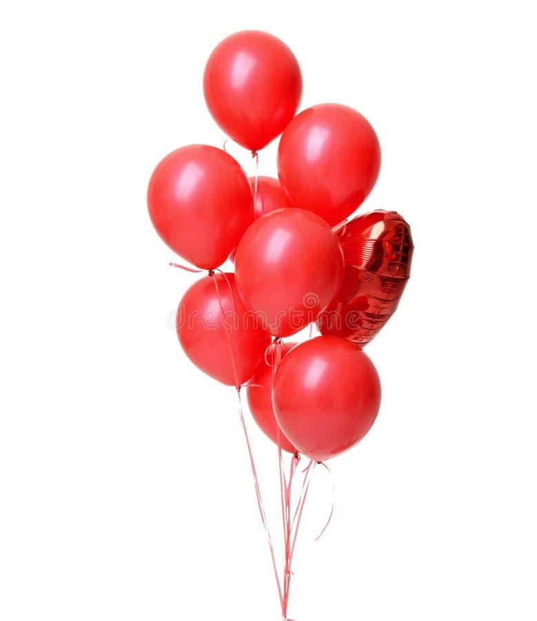 Δέσμη του μεγάλου λατέξ και του μεταλλικού κόκκινου αντικειμένου μπαλονιών καρδιών για τη γιορτή γενεθλίων στοκ φωτογραφία