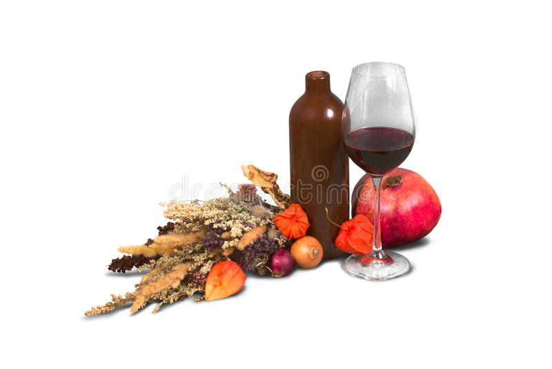 Δέσμη των ετερόκλητων ζιζανίων τομέων με το μπουκάλι, ποτήρι του κρασιού και pomeg στοκ φωτογραφία