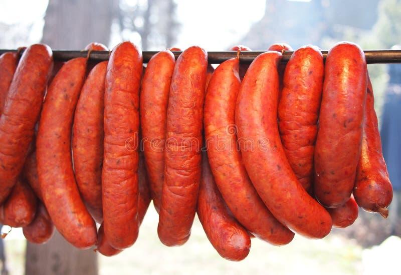 Δέσμη των καπνισμένων λουκάνικων χοιρινού κρέατος στοκ φωτογραφία με δικαίωμα ελεύθερης χρήσης