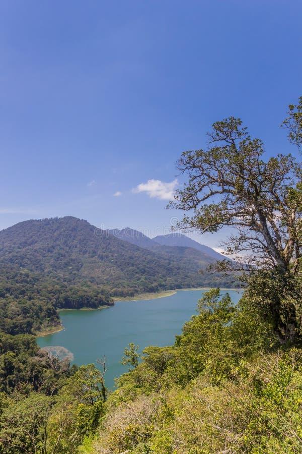 Δίδυμες λίμνες Buyan και Tambligan στο Μπαλί στοκ εικόνα