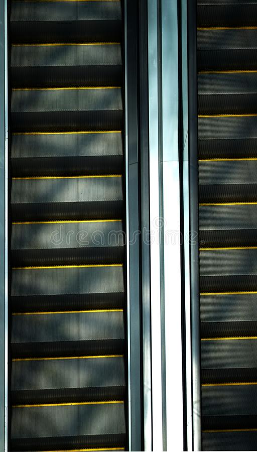 Δίδυμη κυλιόμενη σκάλα με τη σκιά ήλιων, τοπ άποψη στοκ εικόνες με δικαίωμα ελεύθερης χρήσης