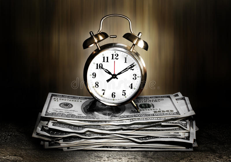 Δίδυμο ρολόι κουδουνιών στα χρήματα στοκ φωτογραφίες με δικαίωμα ελεύθερης χρήσης