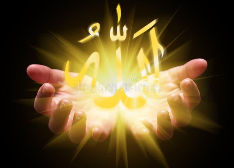 Δίνει κοίλος και κρατώντας ή παρουσιάζοντας λέξη του Αλλάχ στοκ φωτογραφία