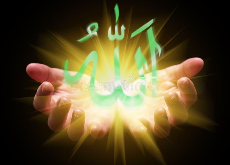 Δίνει κοίλος και κρατώντας ή παρουσιάζοντας λέξη του Αλλάχ στοκ εικόνα