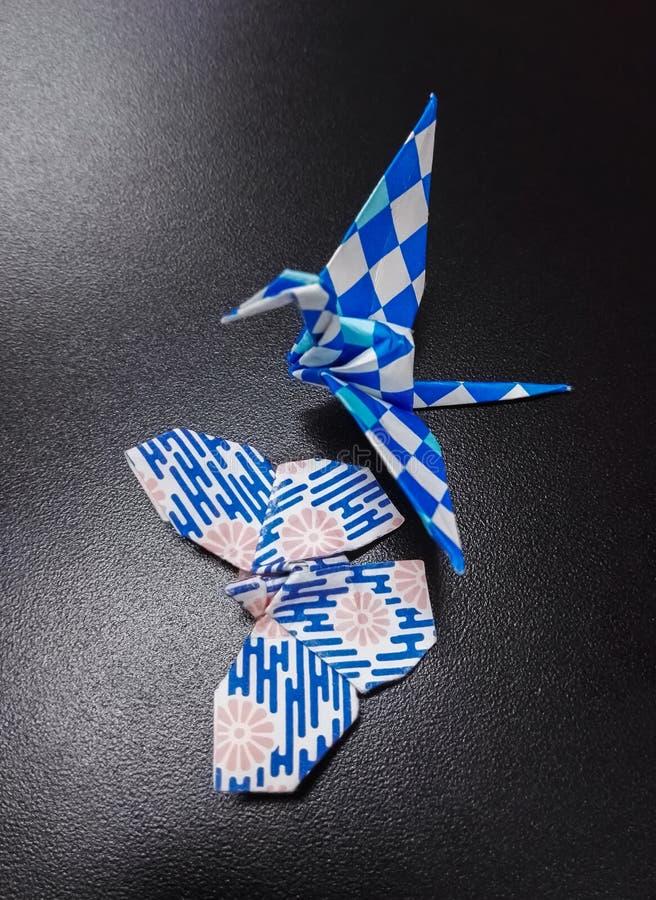Δίπλωμα του γερανού εγγράφου και της πεταλούδας, παραδοσιακή ιαπωνική χειροτεχνία origami στοκ φωτογραφία με δικαίωμα ελεύθερης χρήσης