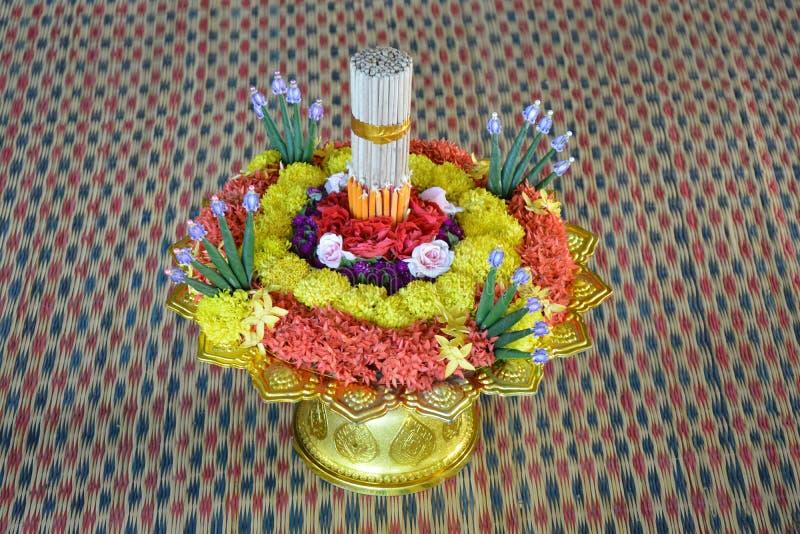 Δίσκος λουλουδιών για το δάσκαλο σεβασμού στοκ εικόνες με δικαίωμα ελεύθερης χρήσης