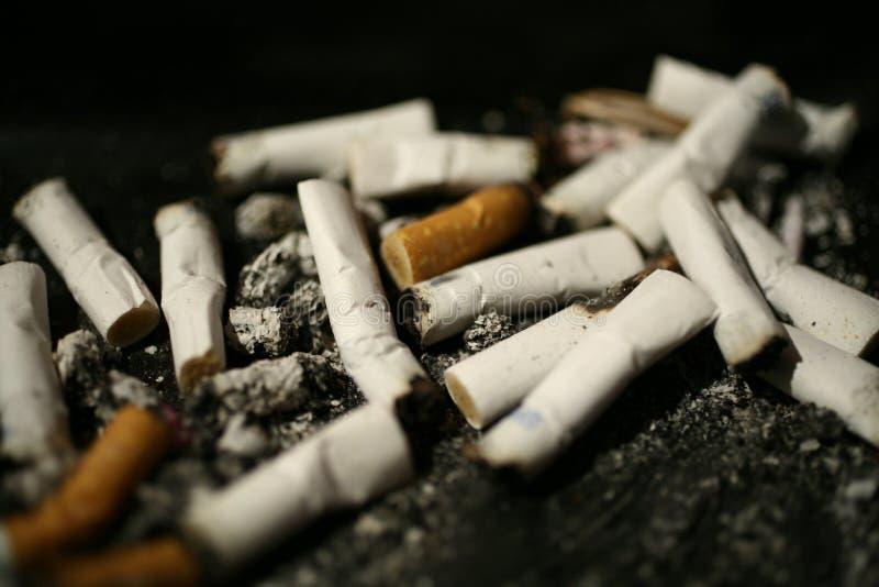 Δίσκος τέφρας άκρης τσιγάρων στοκ φωτογραφία με δικαίωμα ελεύθερης χρήσης