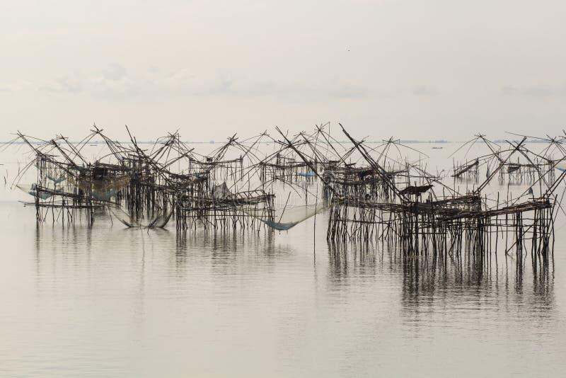 Δίχτυα ανελκυστήρων για να πιάσει τα ψάρια στοκ εικόνα