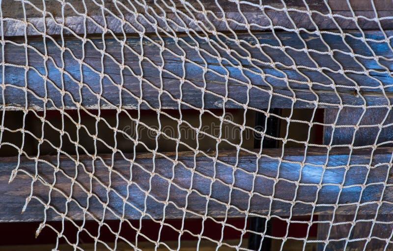 Δίχτυα του ψαρέματος στο μπλε, γκρίζο ξύλινο υπόβαθρο στοκ φωτογραφία
