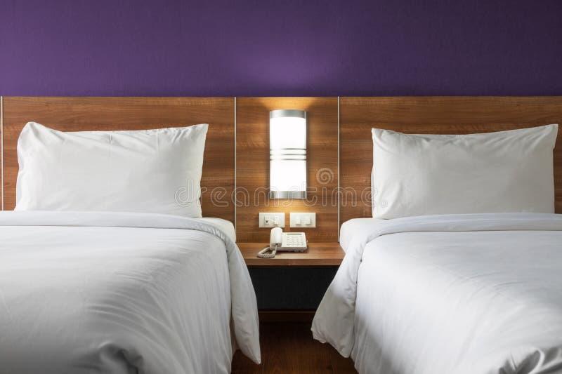 Δίδυμο κρεβάτι στοκ φωτογραφία με δικαίωμα ελεύθερης χρήσης
