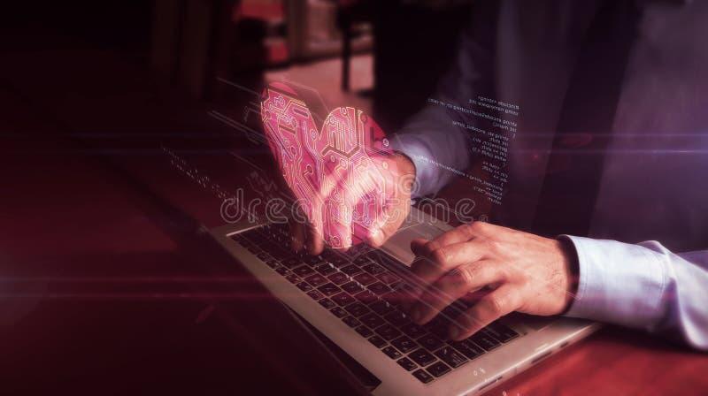 Δακτυλογράφηση ατόμων στο πληκτρολόγιο με το ολόγραμμα συμβόλων καρδιών στοκ εικόνες