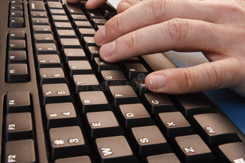 Δακτυλογράφηση σε ένα πληκτρολόγιο