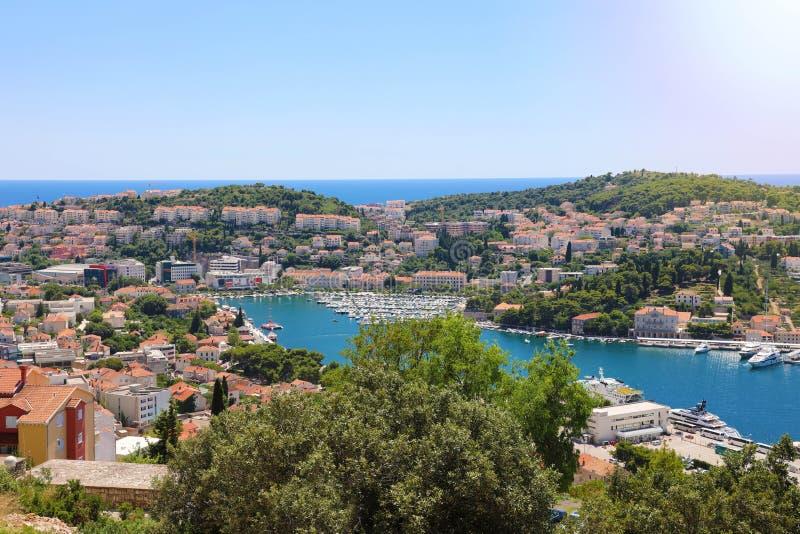 Δαλματική πανοραμική άποψη ακτών από Dubrovnik με το λιμένα, Κροατία, Ευρώπη στοκ φωτογραφίες με δικαίωμα ελεύθερης χρήσης