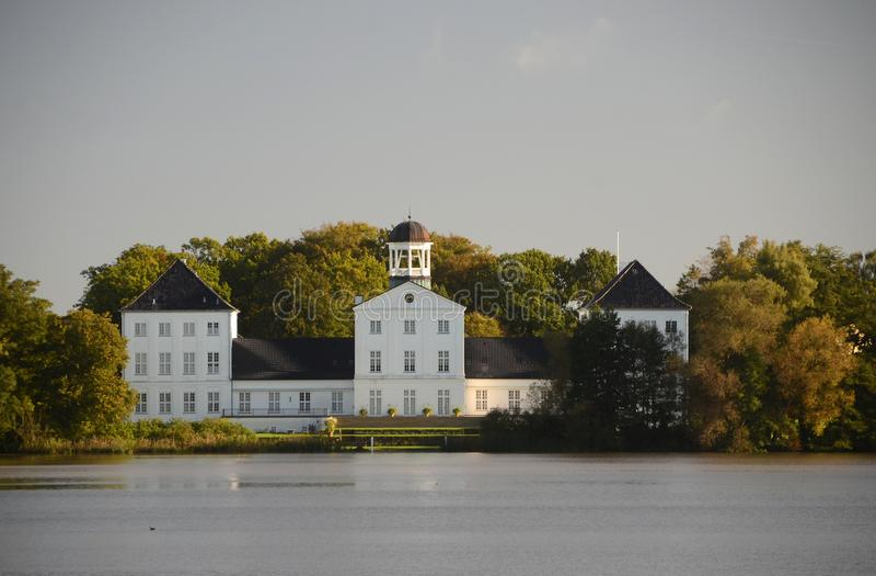 Δανική βασιλική θερινή κατοικία στοκ εικόνες