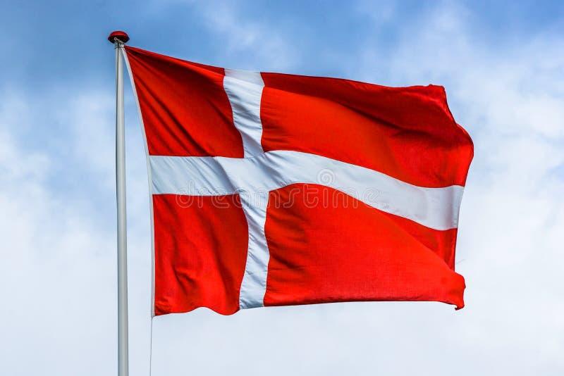 Δανική σημαία στο κόκκινο και άσπρο χρώμα στοκ φωτογραφίες