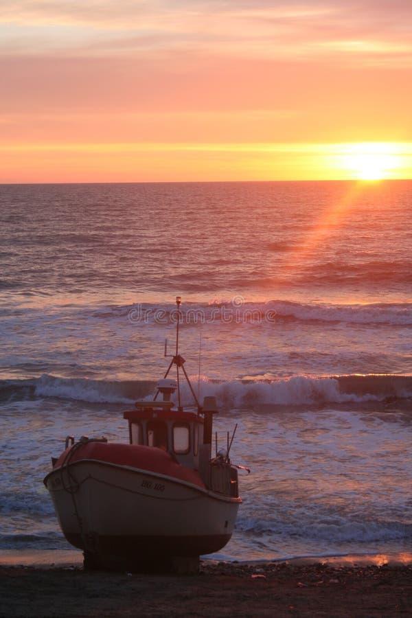 δανικό ηλιοβασίλεμα αλιείας βαρκών στοκ εικόνα με δικαίωμα ελεύθερης χρήσης