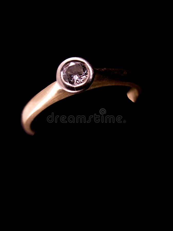 Download δαχτυλίδι αρραβώνων διαμ&al Στοκ Εικόνα - εικόνα από χρυσός, κίτρινος: 1543421