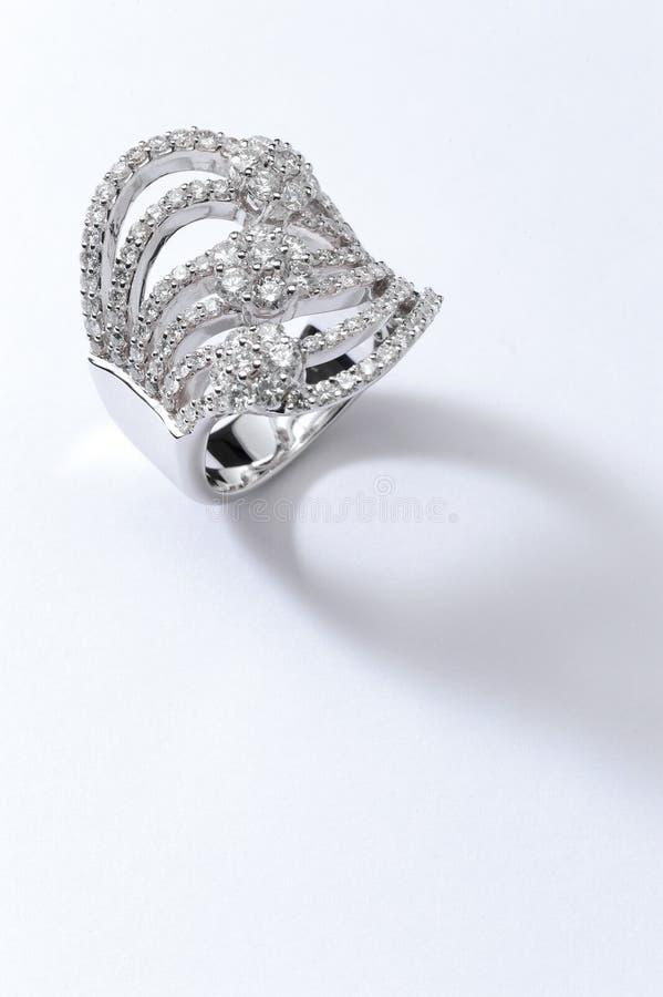 Δαχτυλίδι λευκόχρυσου στοκ φωτογραφίες