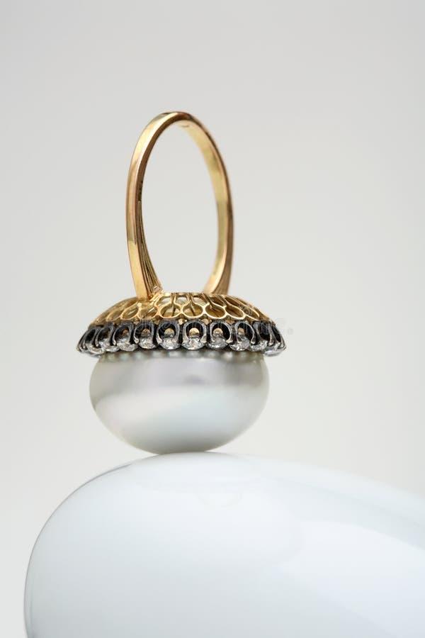 δαχτυλίδι μαργαριταριών στοκ εικόνα με δικαίωμα ελεύθερης χρήσης