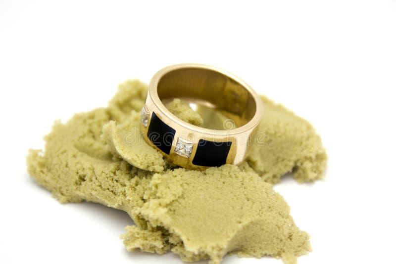 Δαχτυλίδι στην άμμο στοκ φωτογραφία