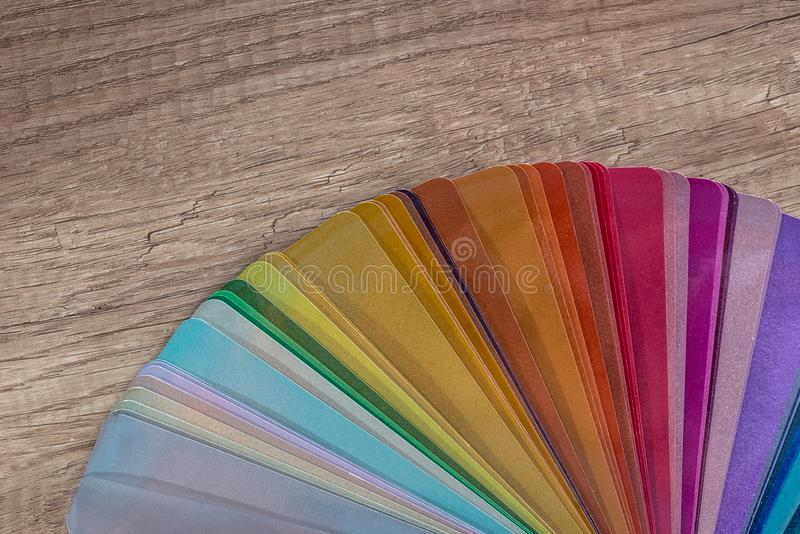 Δείγματα χρώματος για τη ζωγραφική στην ξύλινη επιτραπέζια κινηματογράφηση σε πρώτο πλάνο στοκ φωτογραφίες με δικαίωμα ελεύθερης χρήσης