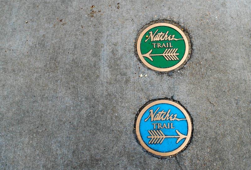 Δείκτες τουριστών ιχνών Natchez στο πεζοδρόμιο, Natchez, Μισισιπής στοκ εικόνες με δικαίωμα ελεύθερης χρήσης