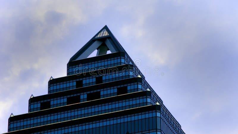 δειγμένος ουρανοξύστης  στοκ φωτογραφίες με δικαίωμα ελεύθερης χρήσης