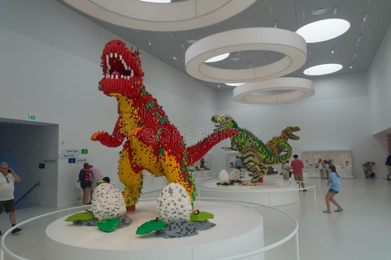 Δεινόσαυροι που χτίζονται των τούβλων LEGO, σπίτι LEGO, Billund, Δανία στοκ εικόνες