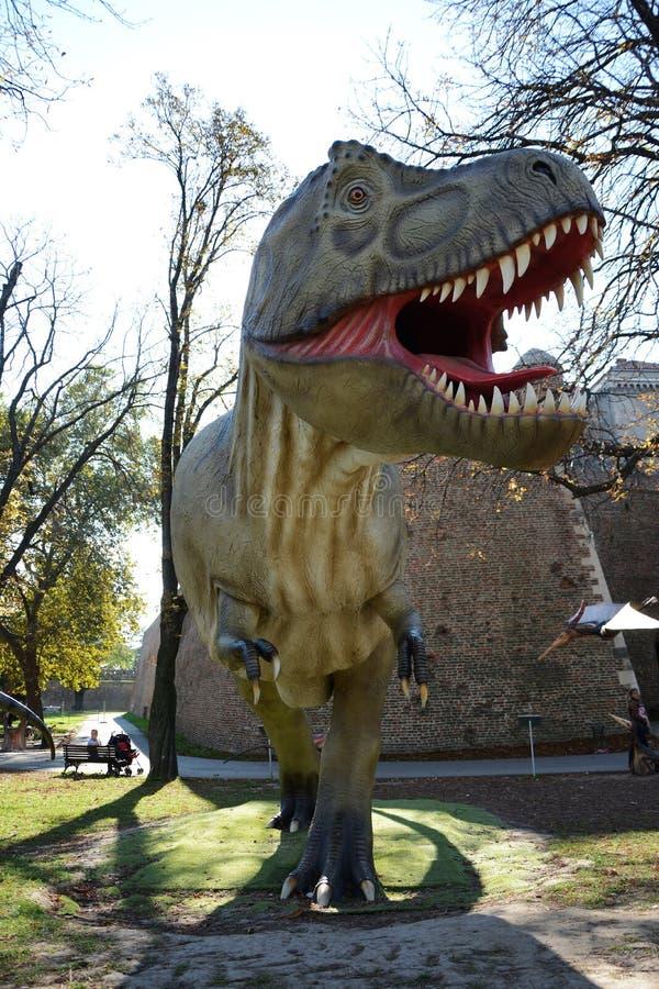 Δεινόσαυροι στο πάρκο υπαίθρια στοκ φωτογραφία με δικαίωμα ελεύθερης χρήσης