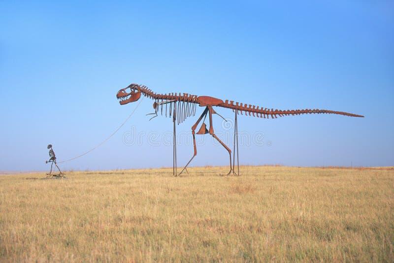 Δεινόσαυρος γλυπτών μετάλλων στοκ εικόνα