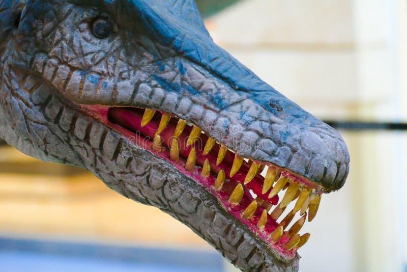 Δεινόσαυρος με την ανοικτή στοματική χλεύη στοκ φωτογραφία με δικαίωμα ελεύθερης χρήσης
