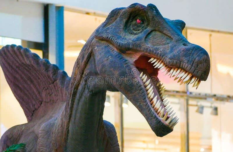 Δεινόσαυρος με την ανοικτή στοματική χλεύη στοκ εικόνα