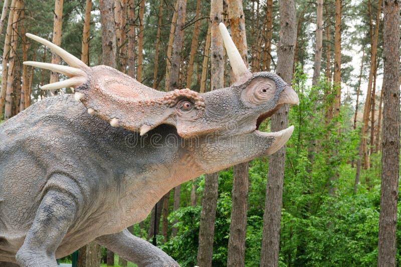 δεινόσαυρος πρότυπο Styracosaurus στο πάρκο δεινοσαύρων στοκ εικόνα
