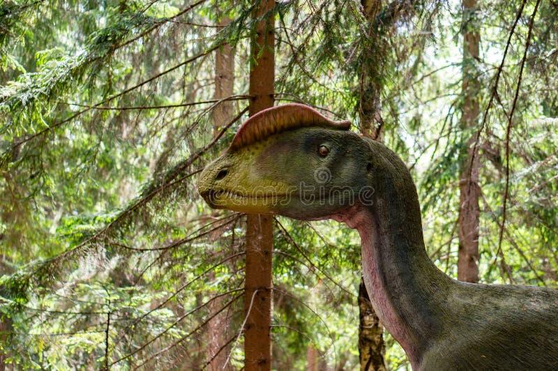 Δεινόσαυρος σε ένα πάρκο στοκ εικόνα με δικαίωμα ελεύθερης χρήσης
