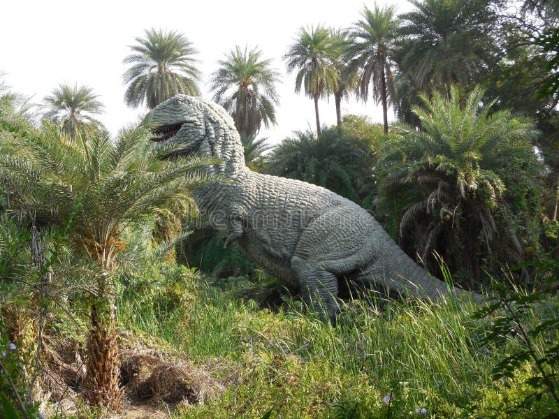 Δεινόσαυρος στο ζωολογικό κήπο στοκ εικόνες με δικαίωμα ελεύθερης χρήσης