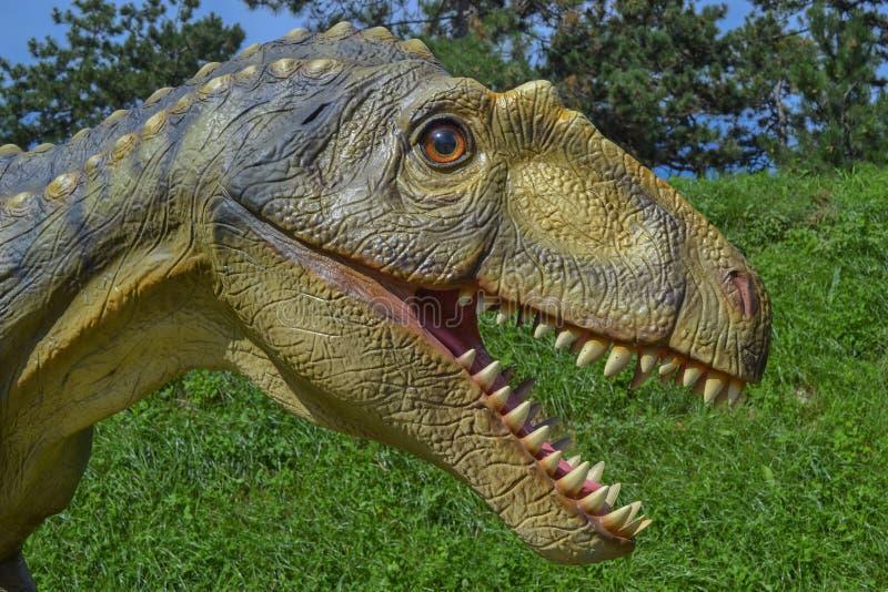 Δεινόσαυρος στο πάρκο ζωολογικών κήπων στοκ φωτογραφία με δικαίωμα ελεύθερης χρήσης