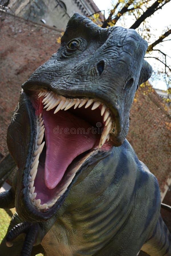Δεινόσαυρος στο πάρκο υπαίθρια στοκ φωτογραφία με δικαίωμα ελεύθερης χρήσης