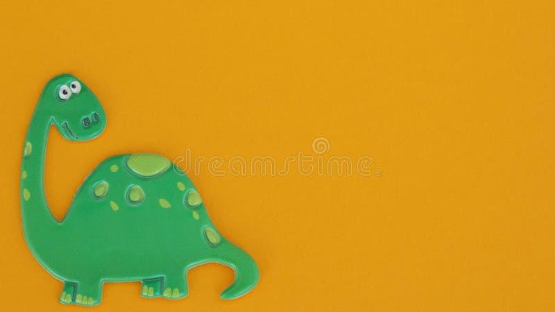 Δεινόσαυρος στο πορτοκαλί υπόβαθρο στοκ εικόνες με δικαίωμα ελεύθερης χρήσης