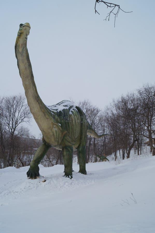 Δεινόσαυρος στο χιόνι στοκ εικόνα