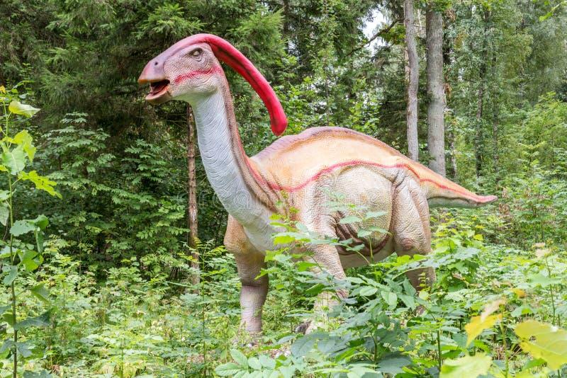 Δεινόσαυρος Parasaurolophus σε ένα δάσος στοκ εικόνες